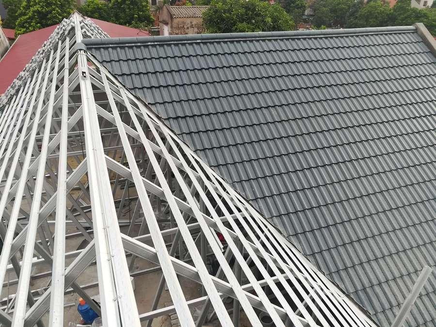 Thi công mái nhà lọp ngói tại dị sử- Mỹ Hào- Hưng Yên